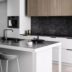 Kitchen Tops Wood Pendant Lighting Over Island 最近装修 厨房橱柜柜体纠结在瓷砖 大理石 木类板材徘徊 到底哪种实用 以大理石 花岗岩和玉石等天然石材为原料切割而成的台面 其硬度大 耐磨性好 成为很多人的首选 石材中天然的纹理和温润的质感 带着与生俱来的高贵气质 让厨房气场