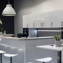 Grey Kitchen Backsplash Large Clocks 山水装饰 用灰色搭配出充满现代感的厨房 知乎 这时候还是需要白色来扮演主角 而灰色可以用来描绘空间 并让厨房显得更加现代 如果是小户型 白灰色的厨房会在视觉上显得更宽敞明亮一些