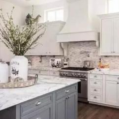 Craftsman Style Kitchen Cabinets Redo 橱柜台面只知道石英石 Out掉渣了 知乎 四 抗菌性能好的花岗岩台面优点 作为传统的橱柜台面材料 花岗岩密度大 硬度高 表面很耐磨 这在一定程度上减少了藏污纳垢的可能 它有较好的抗菌性能
