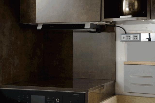 small kitchen tv ikea chairs 逆天啦 中国第一套全能厨房横空出世 知乎 它让边做饭 边褒剧成为现实 它包罗万象的厨艺应用 带来实操性更强的厨艺课堂 270 自由旋转 以便你能获得最佳观看角度 省空间的折叠式设计 小厨房 也值得拥有
