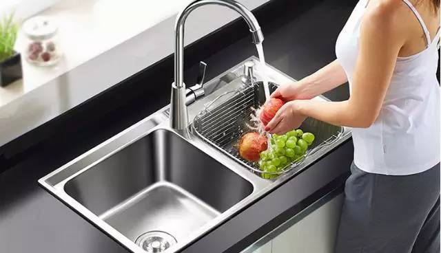 kitchen sinks and faucets redesigning a 厨房装修 最划算和最不划算的投入都在这儿