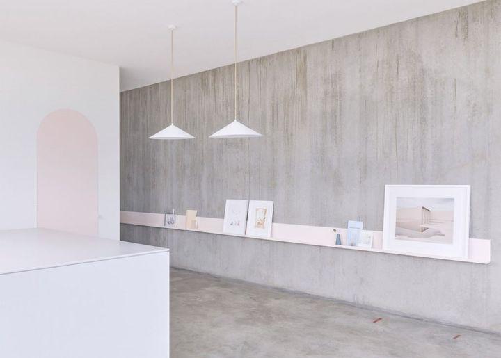 kitchen showrooms make overs 把厨房设计成美术馆的样子是一种怎样的体验 知乎 如果不说 你会想到这是一个厨房吗 它看起来似乎更像是美术馆 所有家具和装饰就像展览中陈列的艺术品一样