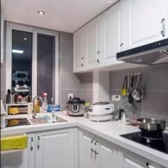 Grey Kitchen Tile Black Faucet For 灰色瓷砖 能铺出年轻人的时尚 知乎 厨房空间 墙面地面采用哑光灰色瓷砖搭配 白色模压橱柜 层次感强 干净整洁