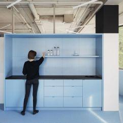 Burgundy Kitchen Decor Ideas On A Budget 摩登后现代文档管理平台pandadoc明斯克办公设计欣赏 知乎 并以两种主色 蓝色和勃艮第葡萄酒红色创建有趣的动线路径和色彩场景 赋予空间特殊的语境和艺术表达 令空间呈现出后现代设计风格