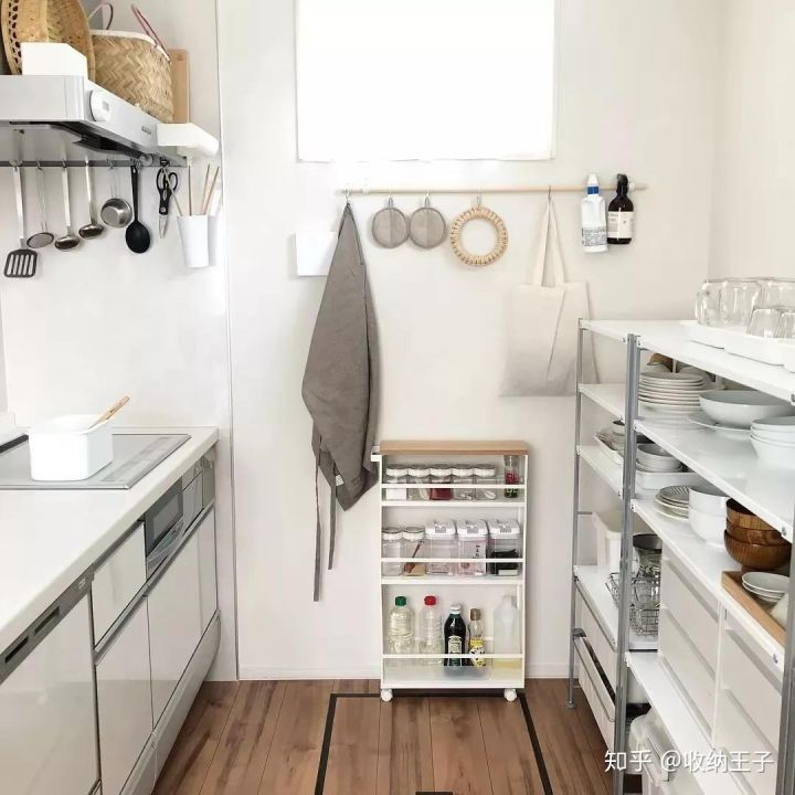 wire kitchen cart tile colors for floor 日本太太最爱用的十件收纳神器 知乎 厨房里的瓶瓶罐罐不少 但又没有足够的空间收纳 一辆小推车就可以解决问题