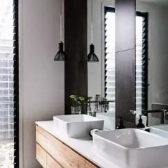 Kitchen Bath Design White Wall Cabinets 厨房浴室窗户选用什么样式的合适 知乎 简单结构和舒适功能的完美结合 是北欧风格家居设计理念的精髓所在 当北欧风格席卷了你的浴室 又会形成怎样的一种卫浴设计风格呢 北欧风格色调上以浅色为主 米色