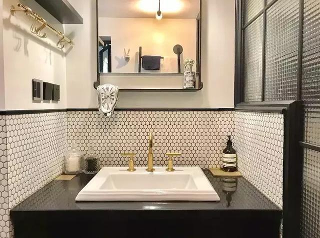 top kitchen faucets backsplash glass tile 如何选择水龙头 知乎 拿我家的水龙头做例子 厨房和浴室洗手台的水龙头从我小学搬到这个家开始用到现在一次都没有维修过 把表面的水渍擦掉 跟建材市场在卖新货没有区别