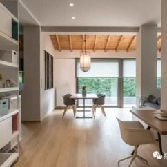Build Kitchen Table Appliances List 干净优雅的公寓 心灵的栖息之所 知乎 建造了节能壁炉 并在其旁边的墙上进行了延伸 以创建存储货架和座位点 并遵循线性设计线 墙壁上覆盖着kourasanit天然填充物 作为补充浅色家具的深色背景