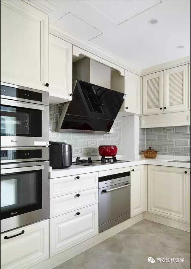 grey kitchen tile best rated appliances 灰色瓷砖 能铺出年轻人的时尚 知乎 厨房灰色瓷砖搭配灰色花砖 白色模压橱柜搭配 整体干净整洁