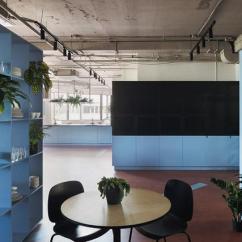 Burgundy Kitchen Decor Undermount Farmhouse Sink 摩登后现代文档管理平台pandadoc明斯克办公设计欣赏 知乎 并以两种主色 蓝色和勃艮第葡萄酒红色创建有趣的动线路径和色彩场景 赋予空间特殊的语境和艺术表达 令空间呈现出后现代设计风格