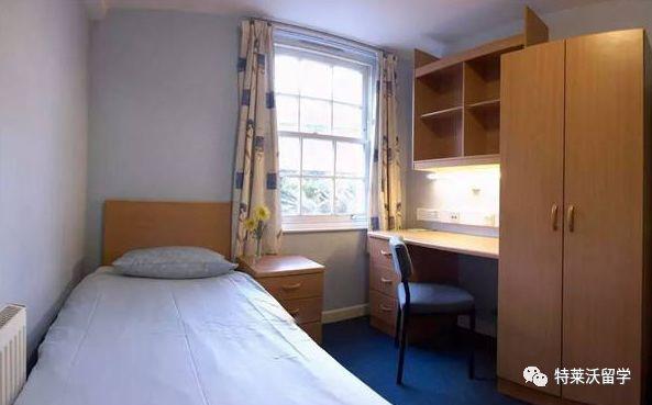kitchen tables & more tile backsplash 英国大学宿舍介绍 知乎 2 en suite 这种和single room很像 唯一不同的是有自己的独立卫浴 同样的 厨房 大门还是要和flat里的其他几个同学共享