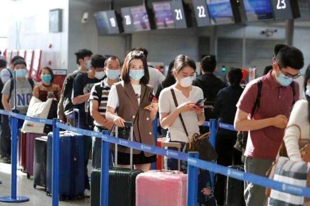 国庆超5.5亿人出游,外媒评价:中国的自信- 知乎