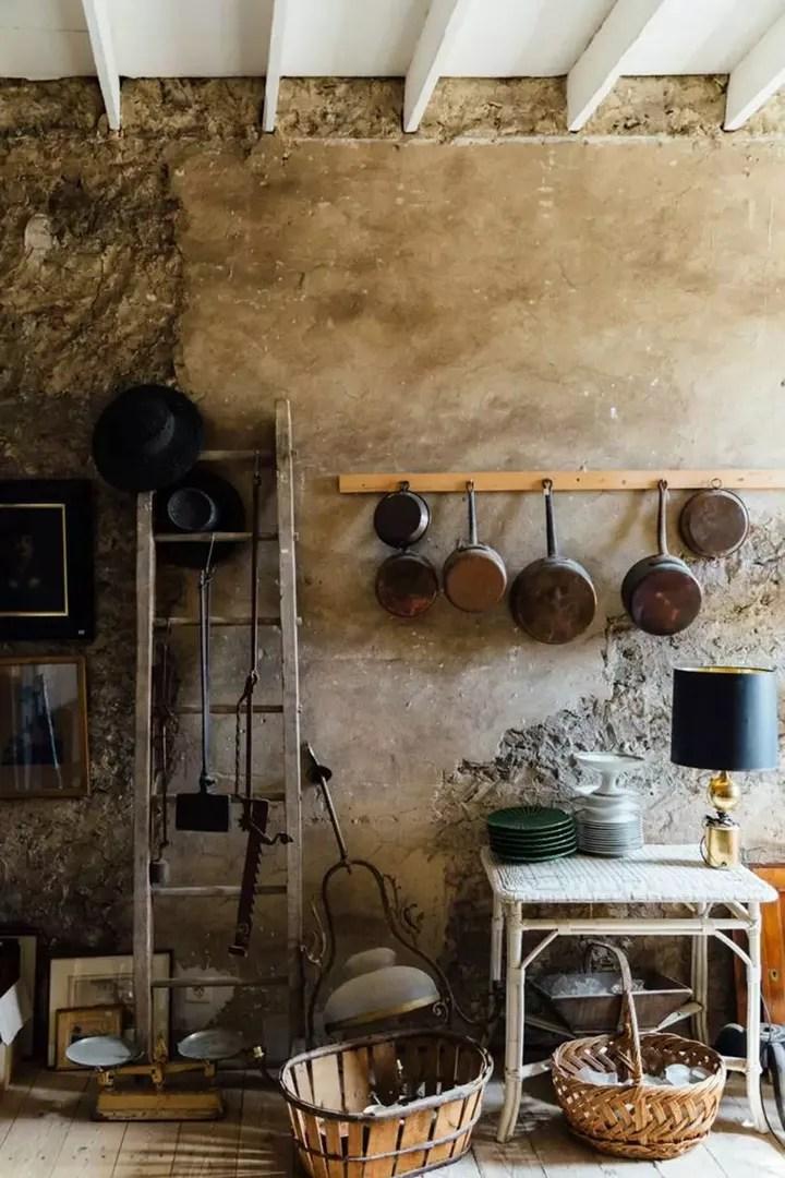 antique kitchen table bookcase 别人家的5平米 ins当红博主的厨房观 知乎 第一眼看到mimi thorisson的厨房 会有一种误打误撞进中世纪油画里的感觉 与现代化毫不沾边的中古陈设 斑驳的墙面和古董桌椅 在这间厨房里 时光好像倒退了几个