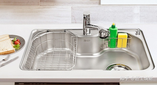 new kitchen sink fun gadgets 厨房水槽 还是装台下盆的好 水槽挑选就是这么简单 知乎 厨房装修十分的繁琐 各种厨房用具的选择非常多 以水槽为例 分台上盆 台下盆 单槽 双槽 不锈钢 陶瓷等等