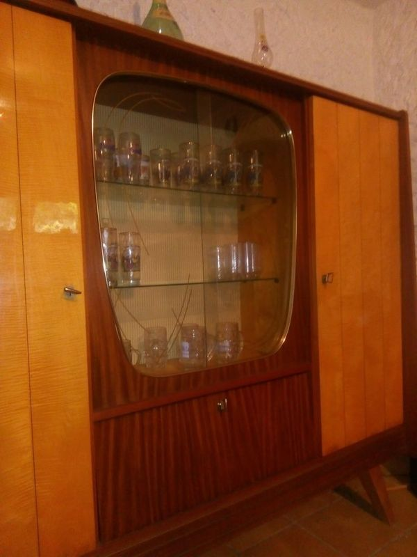 Wohnzimmerschrank 60er Jahre zweifarbig tadelloser Zustand in Nrnberg  Designermbel