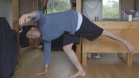 《森林裡的小屋》蘇志燮挑戰高難度瑜珈!-綜藝-高清影音線上看–愛奇藝臺灣站