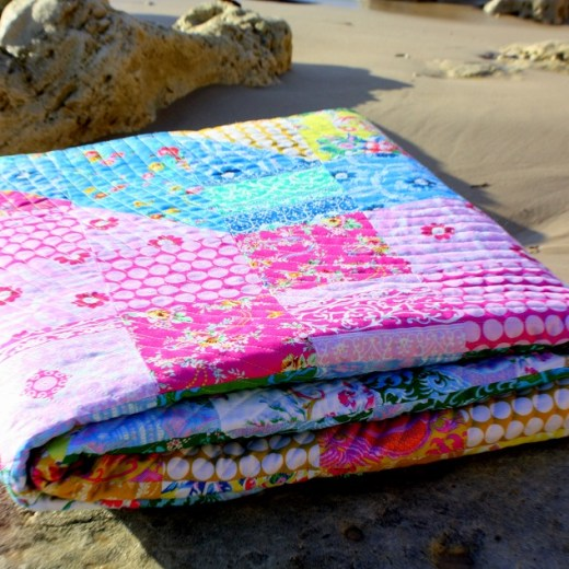 https://piccolostudio.com.au/2018/07/02/introducing-the-sugar-swirl-quilt-pattern-and-playing-with-sugar-beach-by-jennifer-paganelli-it-is-a-good-day/