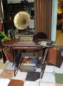 old-sewing-machine-reporpused-10