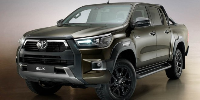 2023 Toyota Hilux front