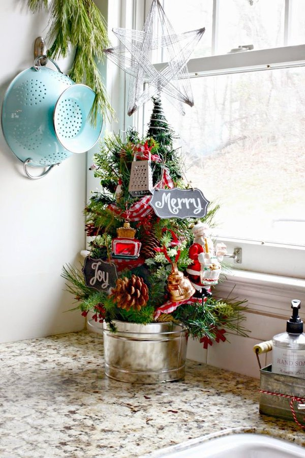 Kitchen decor, Christmas decorating hacks, DIY holiday, holiday decor hacks, kitchen decorating, dream kitchen, popular pin, DIY holiday, holiday decor.