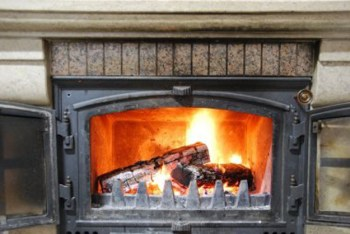 36-cold-weather-hacks-to-keep-you-cozy-this-winter-fireplace-tinfoil
