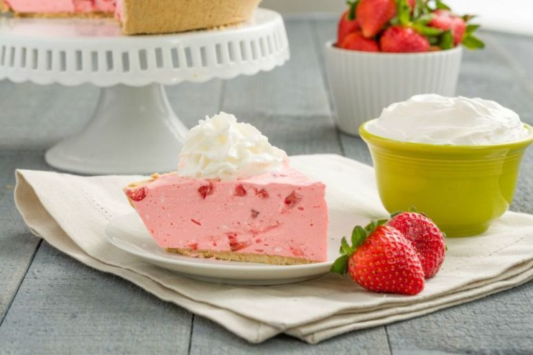 gallery-1447448777-delish-cool-whip-pies-strawberry-recipe
