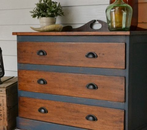 How to Spray Paint Wood Furniture {My Best Method!}| Spray Paint Furniture, Spray Paint Projects, Spray Paint DIY, Spray Paint Art, Spray Paint Countertops, Spray Paint Projects
