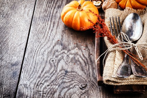 These incredible DIY Thanksgiving utensil holders are easy, cute, and fun to make. They will help transform your Thanksgiving table into something beautiful!
