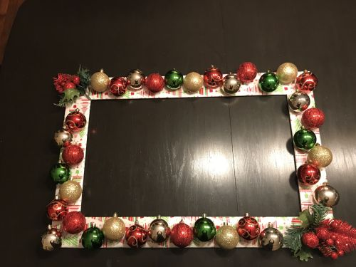 If you love to decorate your home for Christmas, don't forget the picture frames. These adorable picture frame Christmas crafts will really add extra pizzazz to your home!