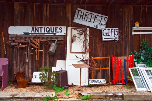 I love thrift stores! And what's great about thrift store crafts is that you can make amazing things for super cheap! Check out these thrift store craft ideas.