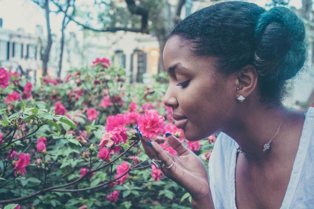 woman spelling rose
