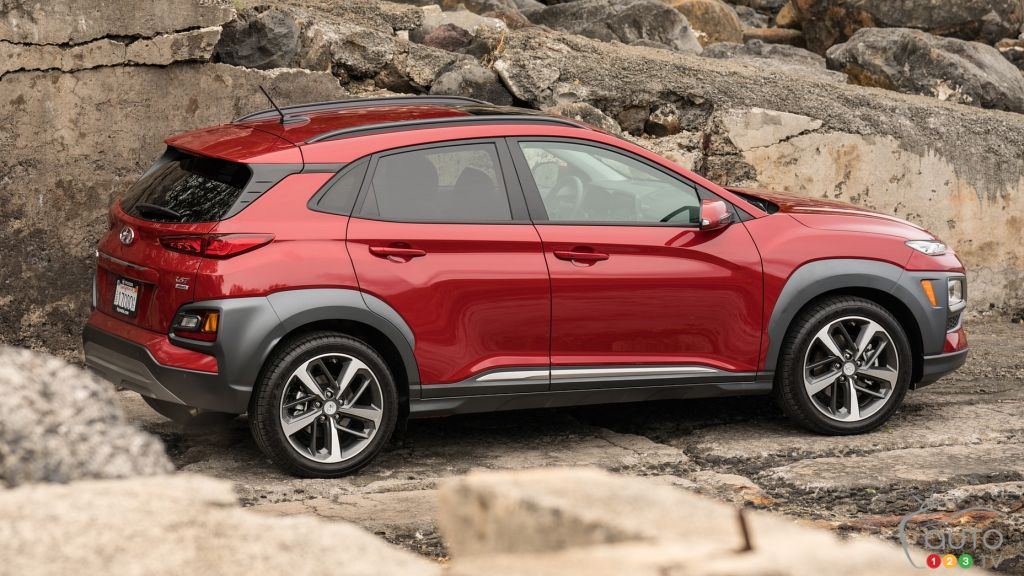 It also comes with plenty of choices, refreshed for 2021, the hyundai kona is set to cement its spot as one of the top small suv in australia. Comparison 2020 Hyundai Kona Vs 2021 Kia Seltos Car Reviews Auto123