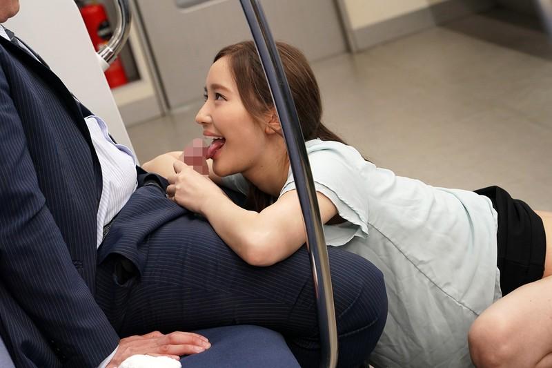 最終電車で痴女とまさかの2人きり!向かいの座席でパンチラしてくるホロ酔い美脚女の誘惑で勃起したらヤられた 画像6