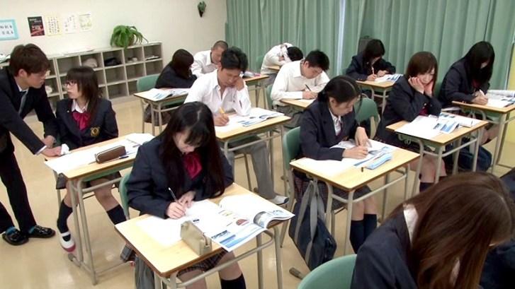 授業中にノーパンになってくれる従順な教え子5人と俺物語1