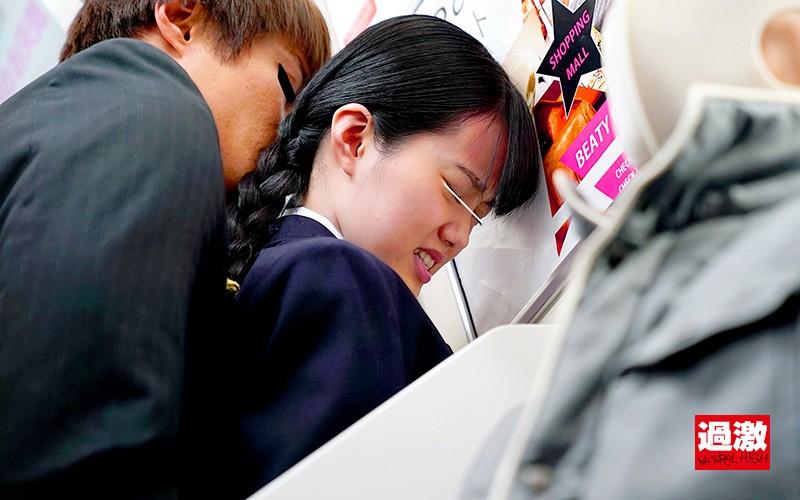 痴●師に電車の隅でこっそりイラマされ顔面えずき汁まみれで泣き寝入りする女子○生13