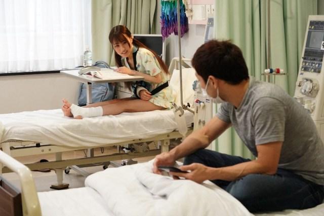 1piyo00090jp 15 - 入院したら隣がけなげなひよこ女子。ムラムラが我慢できなくなって小さな体を固定して敏感マ○コの奥(子宮)をガン突きしまくった。2nd 〜両足を180度に開いて後ろから前から全員軟体っ子ver〜