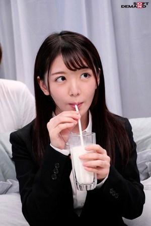 【就活生限定】マジックミラー号リクルートスーツの似合う女子大生に「牛乳… のサンプル画像 3枚目