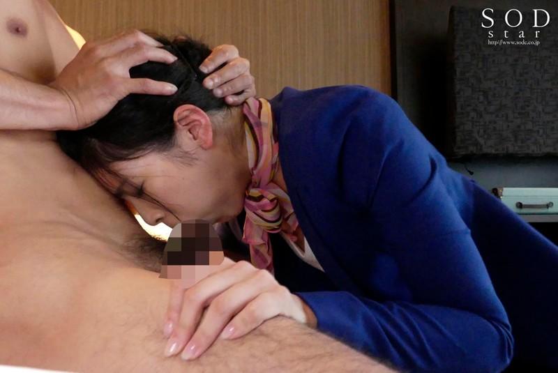 本庄鈴 美人キャビンアテンダントを高級ホテルの一室でいいなり調教サンプルイメージ9枚目