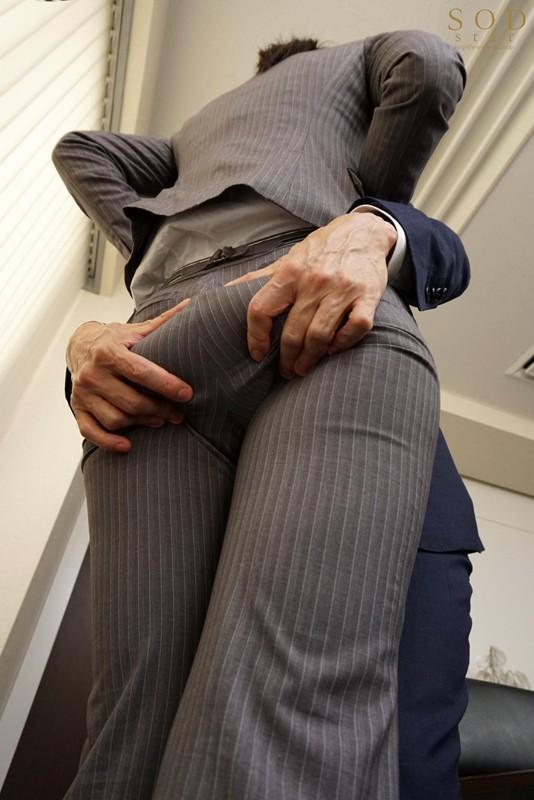 本庄鈴 誰もが振り返る長身パンツスーツOLと禁断の社内性交サンプルイメージ9枚目