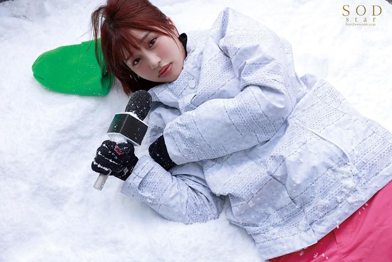 唯井まひろ ロケ帰り相部屋NTR 大雪で東京に帰れなくなったお天気お姉さんが、仕事の愚痴を聞いてくれる新人ADと妊娠するまで中出ししまくった一晩。サンプルイメージ3枚目