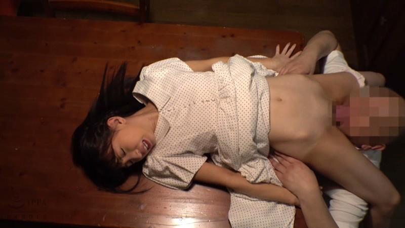 冬愛ことね 父親に犯され続ける娘の近親相姦映像サンプルイメージ14枚目