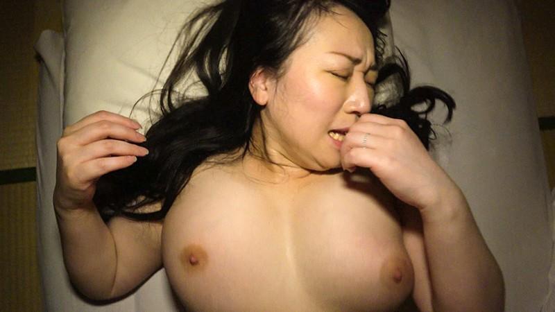 寝込みを襲われた民宿のおかみ2 快楽堕ちした熟女の膣奥に濃厚射精14