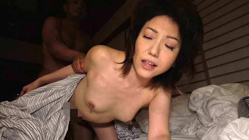 寝込みを襲われた民宿のおかみ2 快楽堕ちした熟女の膣奥に濃厚射精5