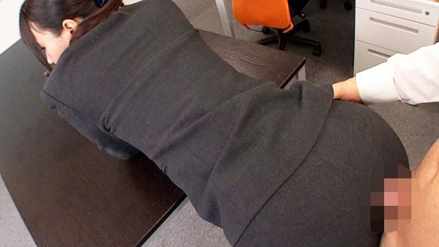 OLパンツスーツで尻ずり13