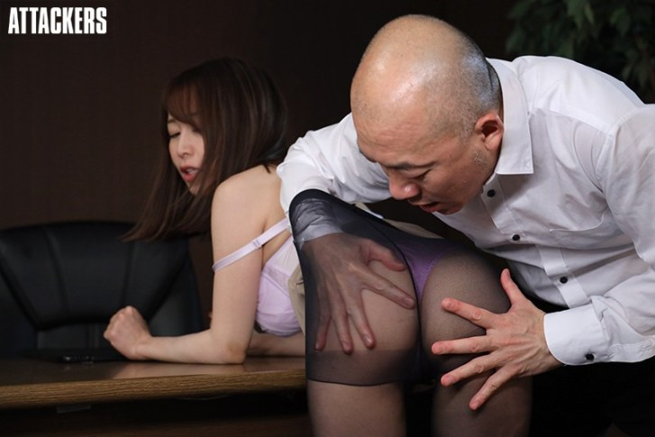 オフィスレディの湿ったパンスト 篠田ゆう1