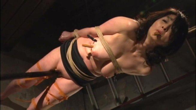 爆裂巨乳弩熟女 串刺し肉壺刑罰スぺシャル