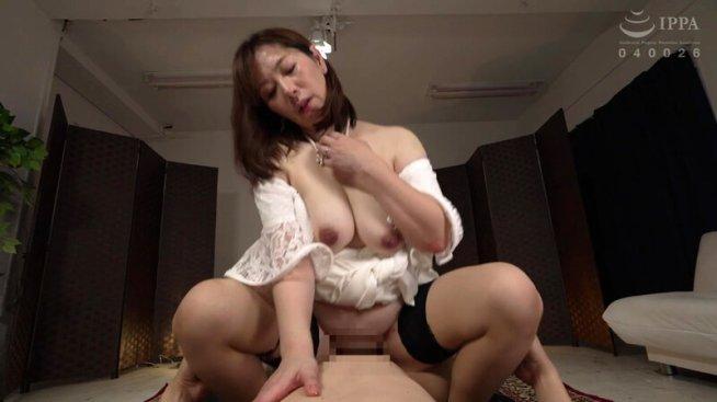 デンジャラスママのM.G.Tマシンガン手コキ&M.G.Iマシンガン淫語 翔田千里