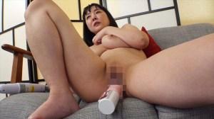 SEXに飢えた人妻は雄の本能を呼び覚ます究極無比な巨乳を武器に発情する… のサンプル画像 2枚目