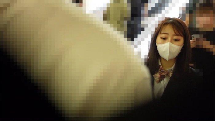 実録電車痴漢映像#035 のサンプル画像 1枚目