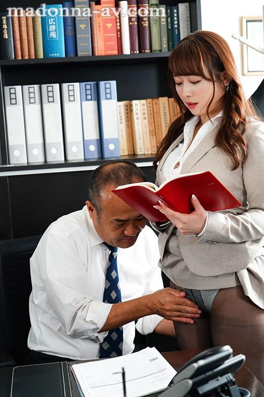 人妻秘書、汗と接吻に満ちた社長室中出し性交 業界屈指の美熟女Madonna専属秘書に就任!! 白石茉莉奈1